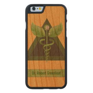 Icono verde de la medicina alternativa del caduceo funda de iPhone 6 carved® slim de cerezo