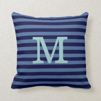 idea con monograma de la decoración de las rayas a almohadas