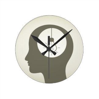 Idea en una cabeza reloj redondo mediano