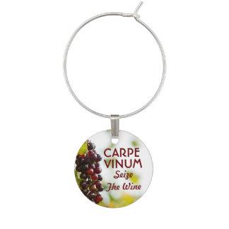 Identificador De Copa Carpe Vinum agarra el vino
