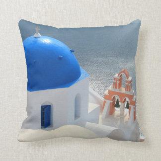Iglesia de Santorini por la tarde Sun Cojín Decorativo
