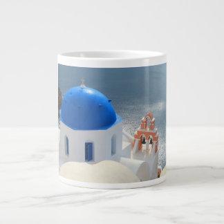 Iglesia de Santorini por la tarde Sun Taza De Café Gigante