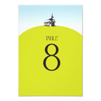 Iglesia en número de la tabla de la colina invitación 8,9 x 12,7 cm