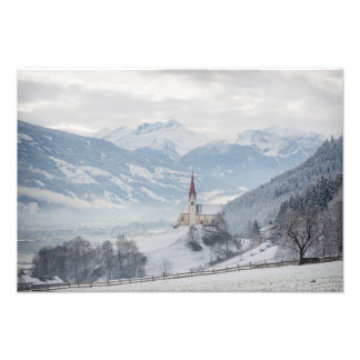 Iglesia en Zillertal en la impresión de la foto