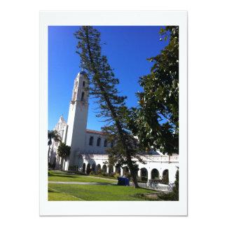 Iglesia y árbol torcido invitación 11,4 x 15,8 cm