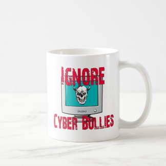 Ignore a los matones cibernéticos taza clásica
