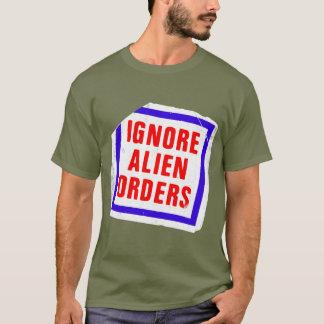 Ignore las órdenes extranjeras. Pegatina de la Camiseta