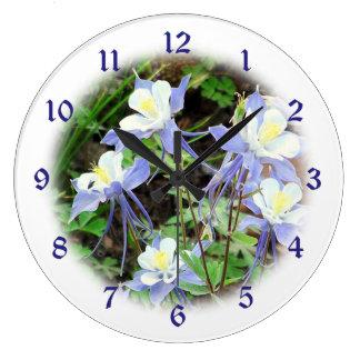 Ilustración de Colorado Columbine azul Reloj Redondo Grande