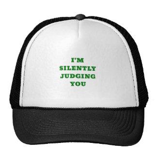 Im silenciosamente juzgándole gorro