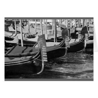 Imagen blanco y negro de góndolas en Venecia, Tarjeta