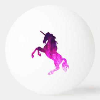 Imagen brillante del unicornio hermoso rosado de pelota de ping pong
