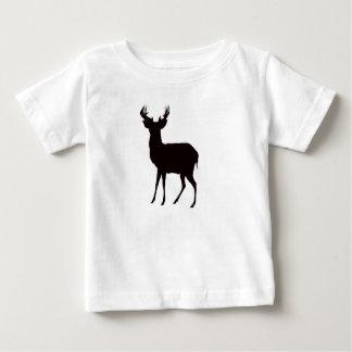 imagen de los ciervos en la camiseta del niño en