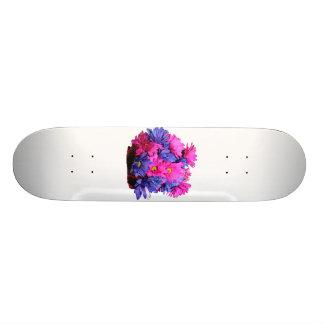 Imagen del ramo de la flor de la margarita rosada  monopatín personalizado