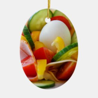 Imagen deliciosa de la comida de la ensalada de adorno ovalado de cerámica