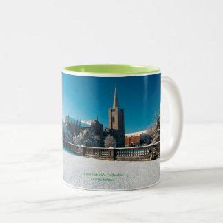Imagen irlandesa para la taza combinada verde