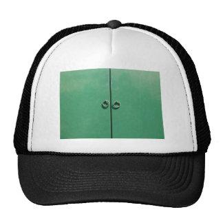 Imagen verde de la puerta gorros