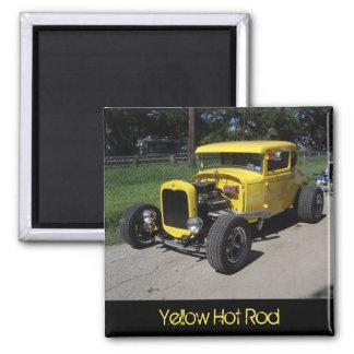 Imán amarillo del coche de carreras