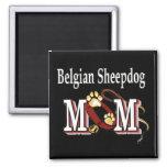 imán belga de la mamá del perro pastor