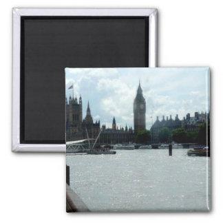 Imán Big Ben en el río Támesis Londres