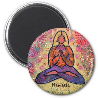 Imán Chica cabelludo rubio de la yoga de Namaste