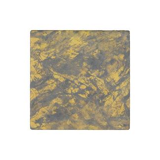 Imán De Piedra Tinta negra en fondo amarillo