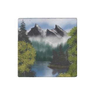 Imán De Piedra Vista de las montañas brumosas