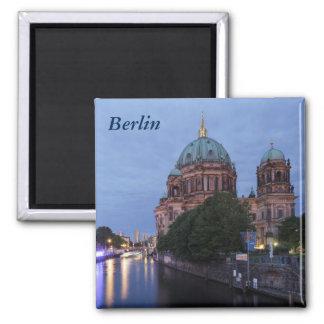 Imán Diversión y catedral del río en Berlín, Alemania