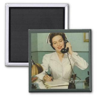 Imán Enfermera del vintage en el teléfono