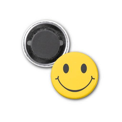 Imán feliz sonriente de la cara