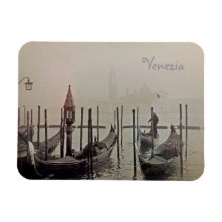 Imán Góndolas en la niebla, Venecia, Italia
