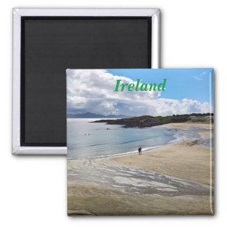 Imán Imán: Playa hermosa con un cielo azul; Irlanda