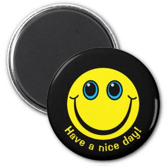 Imán La cara sonriente tiene un día agradable