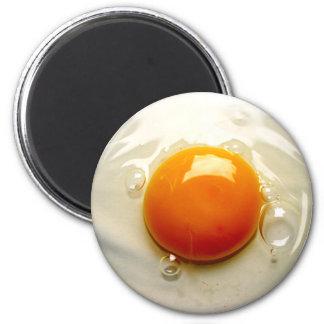 Imán Lado soleado del huevo frito encima de la foto