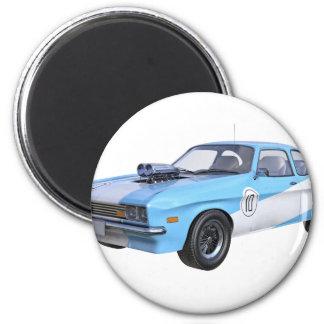 Imán los años 70 azules y coche blanco del músculo