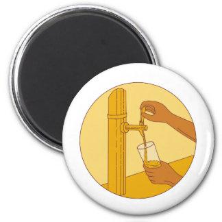 Imán Mano que sostiene el dibujo de colada del círculo