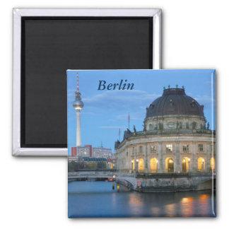 Imán Museo presagiado y Fernsehturm en Berlín