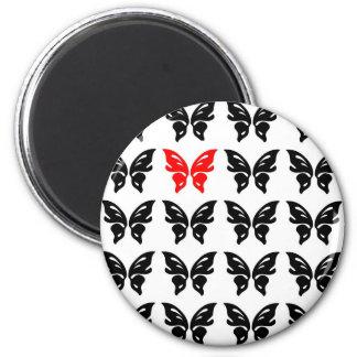 Imán negro y rojo del ejemplo de las mariposas