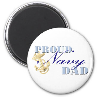 Imán orgulloso del papá de la marina de guerra