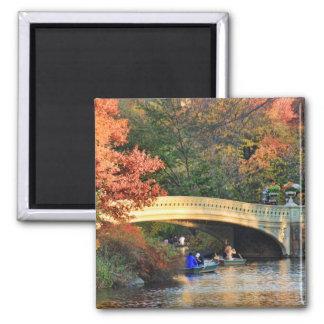 Imán Otoño en Central Park: Navegantes por el puente