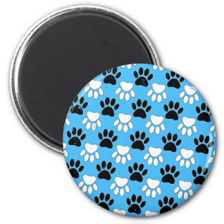 Imán Patas blancos y negros apenadas en fondo azul