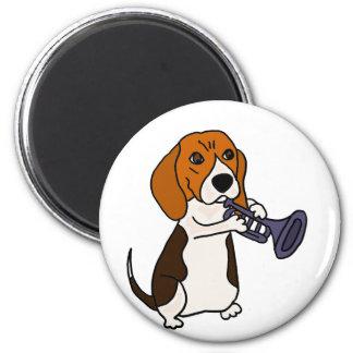 Imán Perro divertido del beagle que toca la trompeta