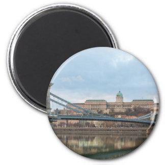 Imán Puente de cadena con el castillo Hungría Budapest