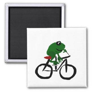 Imán Rana verde divertida que monta una bicicleta