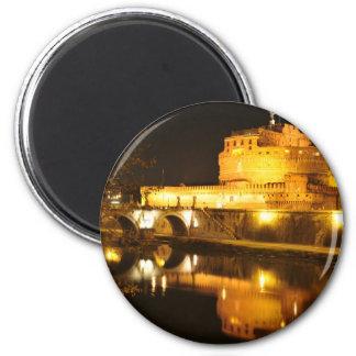 Imán Roma, Italia en la noche