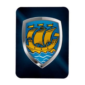 Iman Saint Pierre y emblema metálico de Miquelon