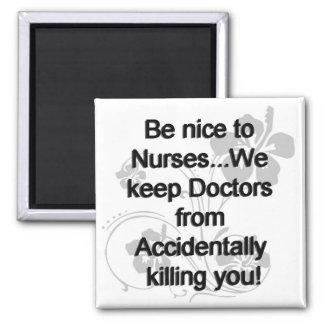 Imán Sea Niza a las enfermeras