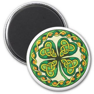 Imán Trébol irlandés en nudos célticos