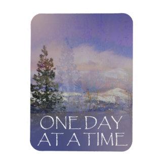 Iman Una nieve de las colinas de los árboles del día a