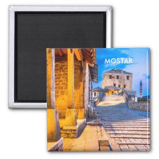 Imán viejo de la ciudad de Mostar, Bosnia