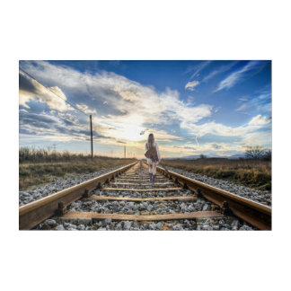 Impresión Acrílica Chica con la guitarra en pistas de ferrocarril